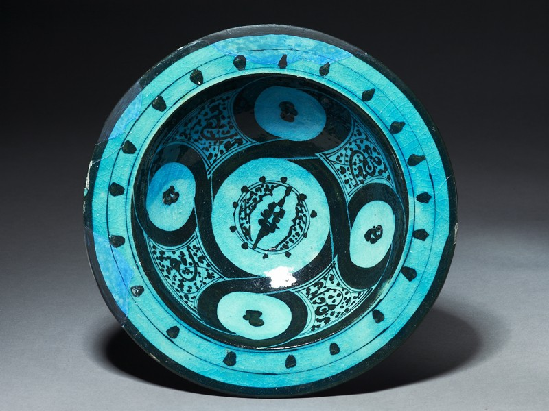 Bowl with vegetal and geometric decoration