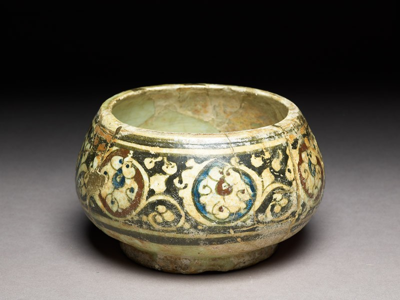 Bowl with scrolling palmettes (oblique             )