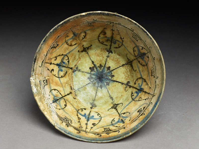Bowl with rosette and radiating bands (EA1978.2195, top             )