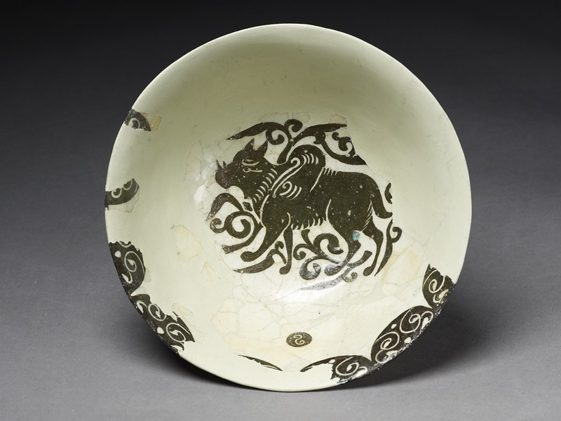 Bowl with winged animal (top             )