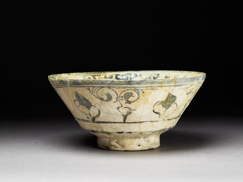 Bowl with floral decoration (EA1978.2284, oblique             )