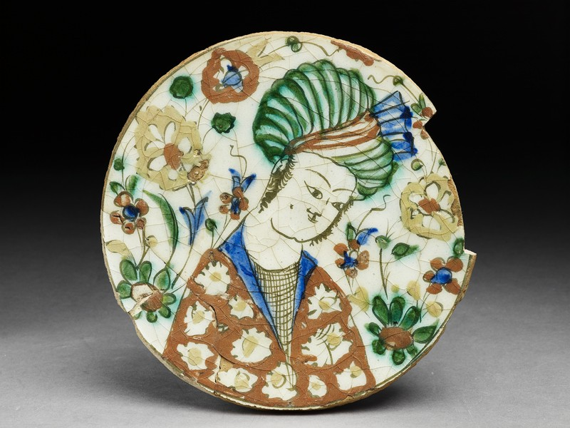 Base fragment of a dish depicting a man wearing a turban
