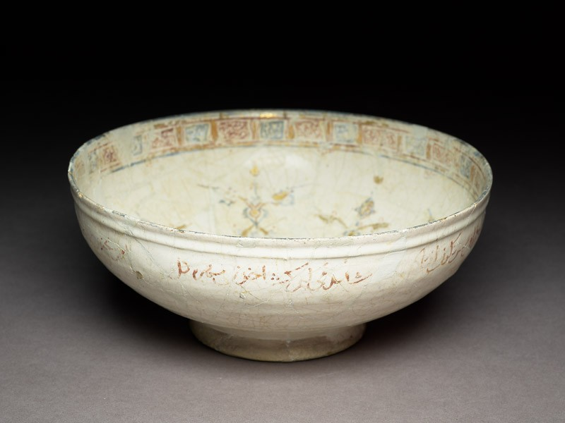 Bowl with arabesques and pseudo-kufic inscription (EA1978.2340, oblique             )