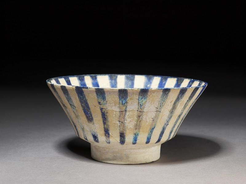 Bowl with blue stripes (EA1978.2341, oblique             )