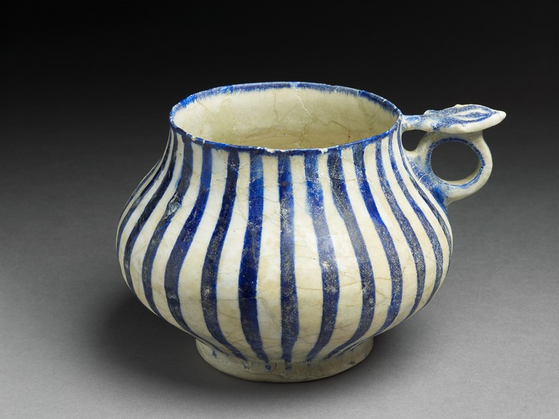 Tankard with blue stripes (EA1978.2347, oblique             )