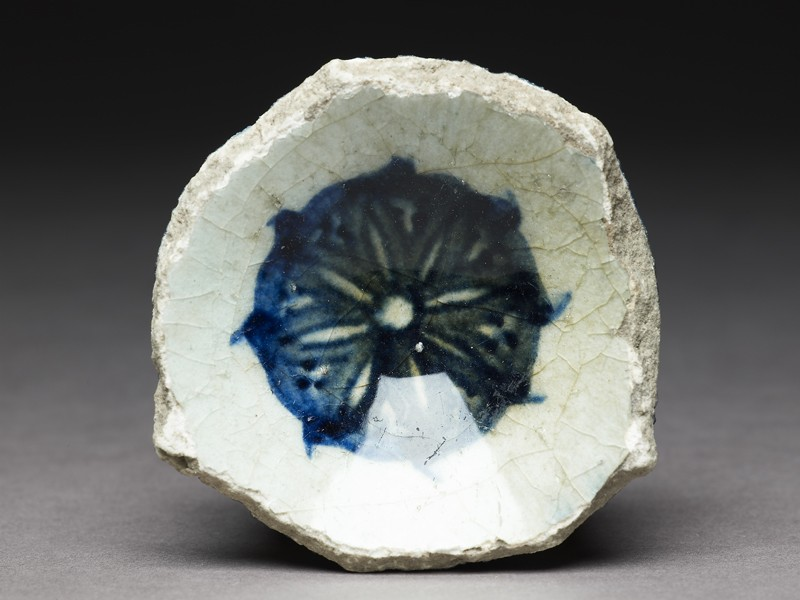 Base fragment of a bowl with blue rosette (front             )