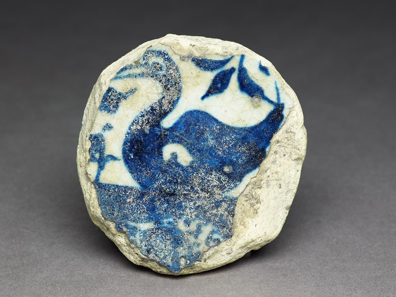 Base fragment of a bowl with swan (front             )