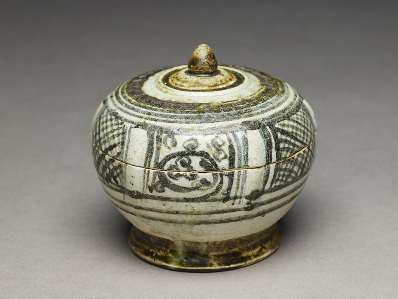 Covered bowl (EA1980.124, oblique            )