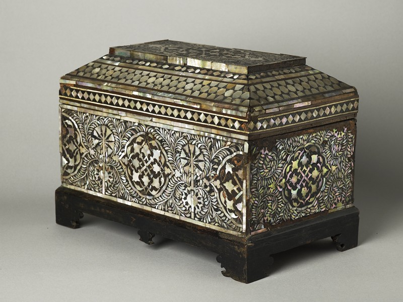 Casket with geometric and foliate decoration (oblique            )