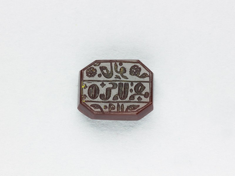 Octagonal bezel seal with Armenian inscription, cross, leaf, and floral decoration (EA1980.16, front           )