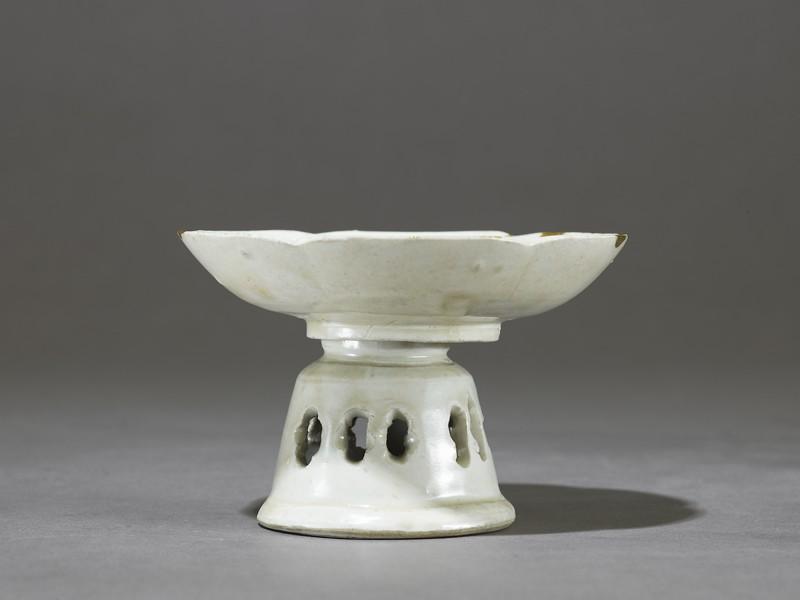 White ware dish and stand
