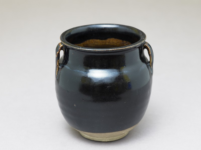 Black ware jar with black glaze (EA1980.229, oblique            )