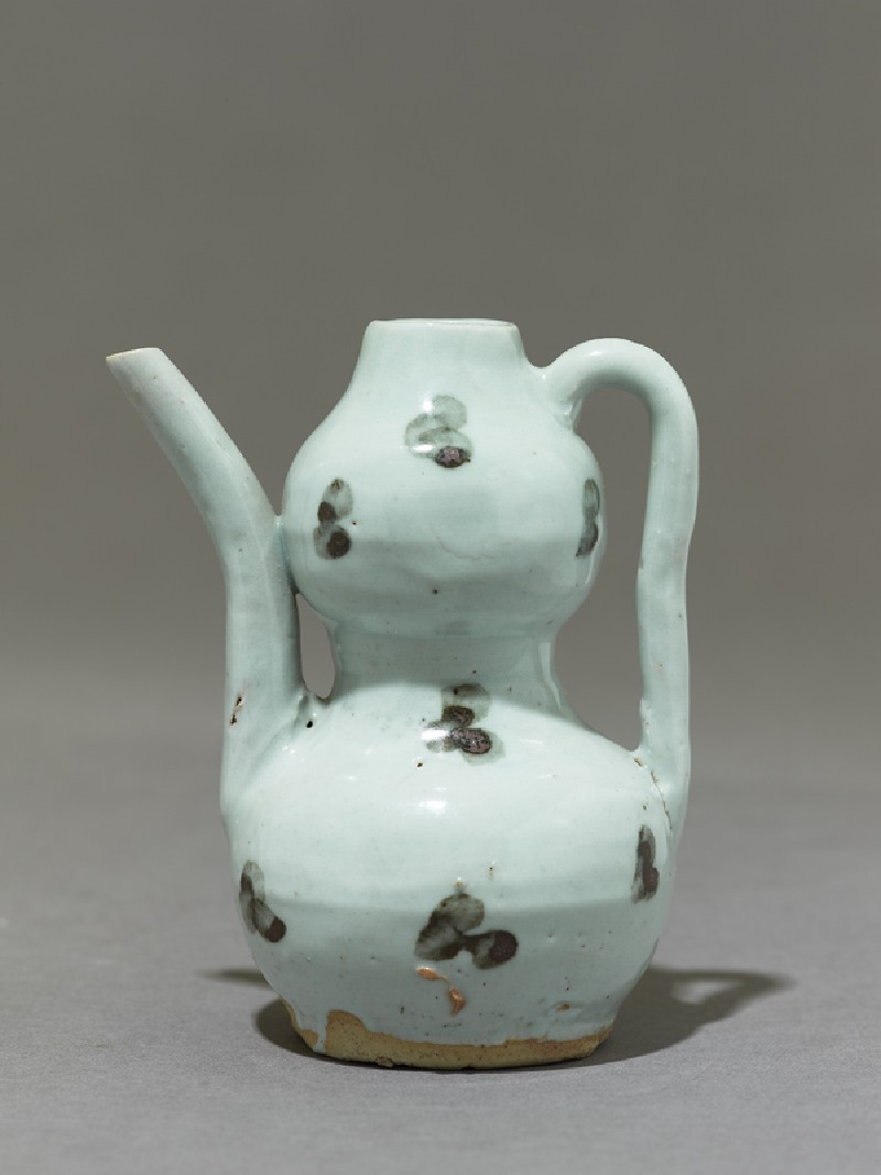 White ware ewer in double-gourd form (EA1980.274, side            )