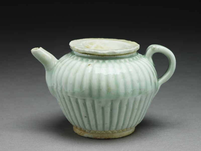 White ware ewer with ribbed body
