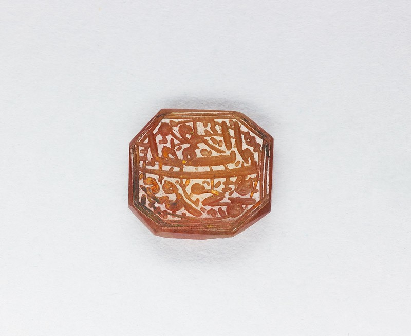 Octagonal bezel seal with nasta'liq inscription and spiral decoration