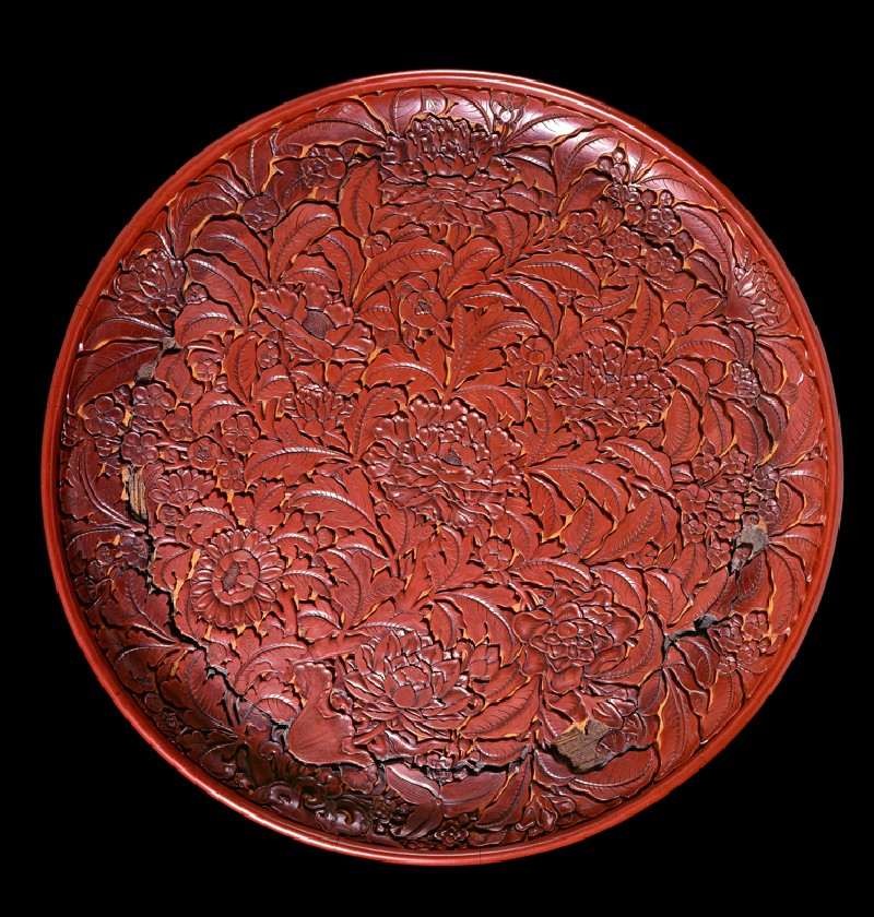 Lacquer dish with flowers (top          )
