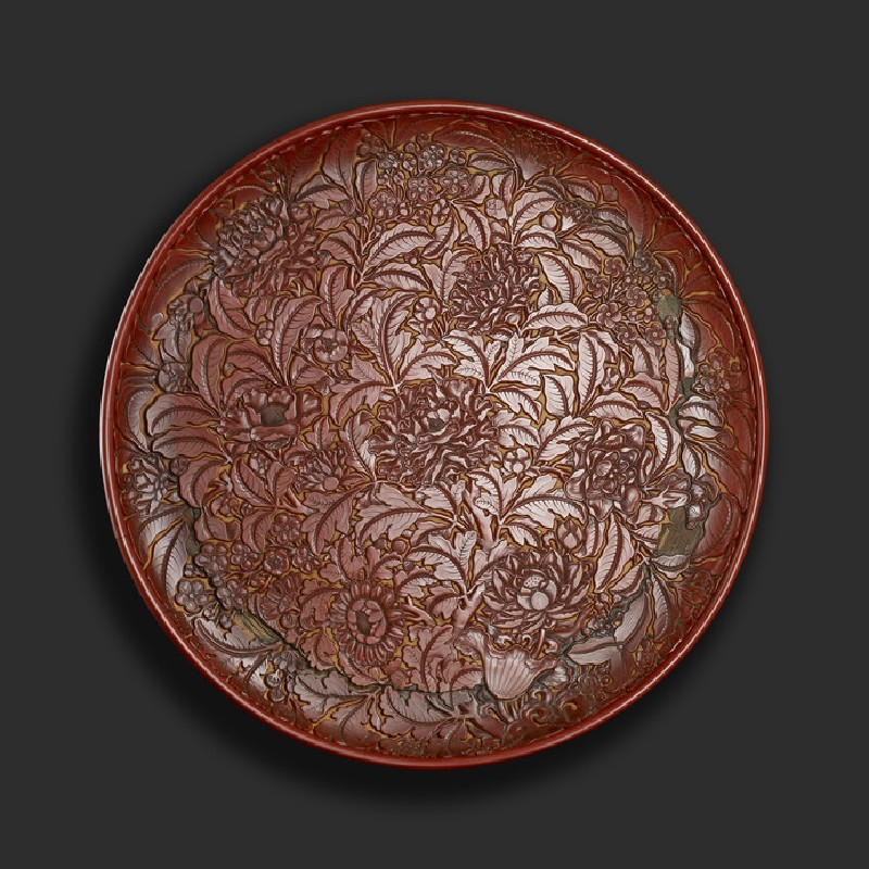 Lacquer dish with flowers
