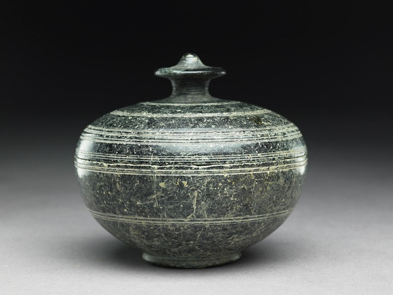 Lidded reliquary (side           )