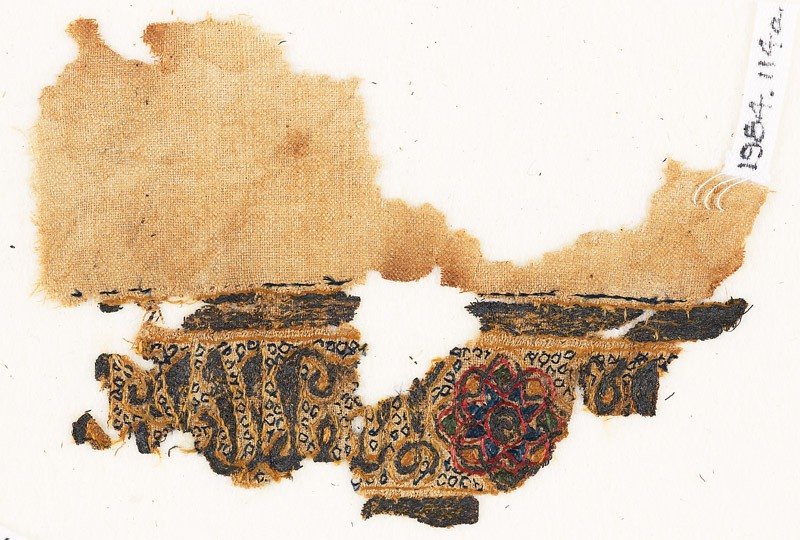 Textile fragment with naskhi inscription and circles (EA1984.114.a, front              )
