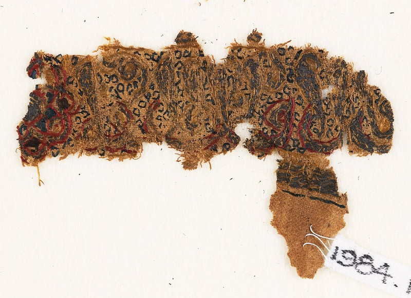 Textile fragment with naskhi inscription and circles (front              )