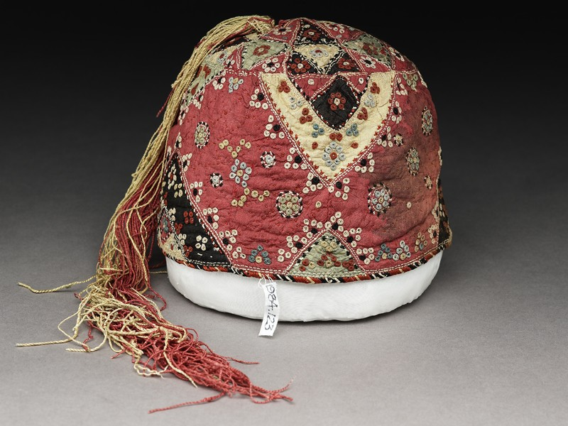 Boy's cap with triangles and clusters (EA1984.123, oblique            )