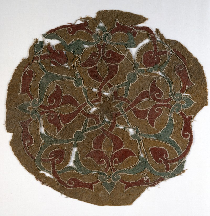 Roundel fragment with interlacing vines and leaves (EA1984.133, front            )