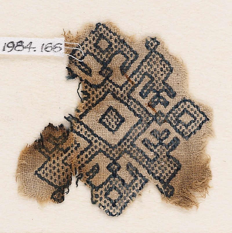 Textile fragment with diamond-shapes, inverted hooks, and arrowheads (front            )