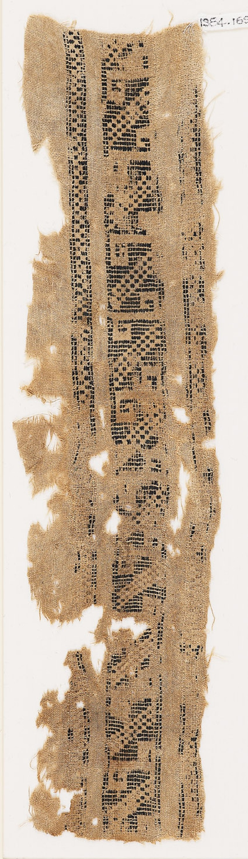 Textile fragment with S-shapes (front            )