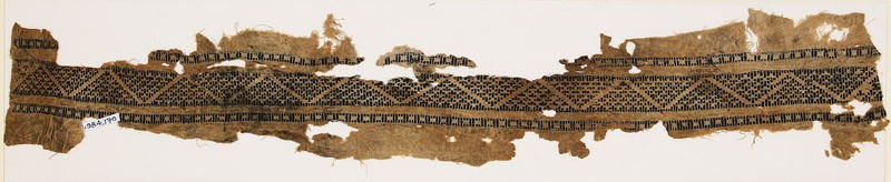 Textile fragment with half-diamond-shapes