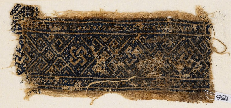 Textile fragment with interlaced knots and diamond-shapes (front            )