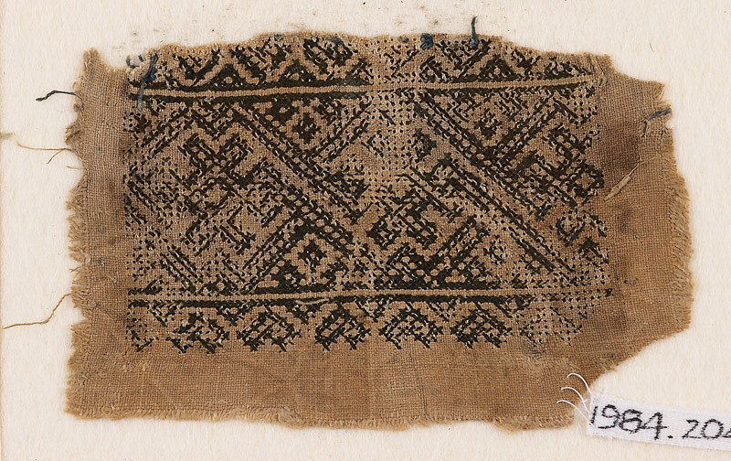 Textile fragment with interlacing crosses and diamond-shapes