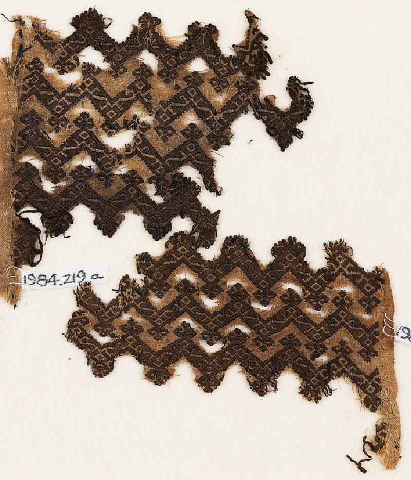Textile fragment with chevrons and linked S-shapes and Z-shapes (front              )