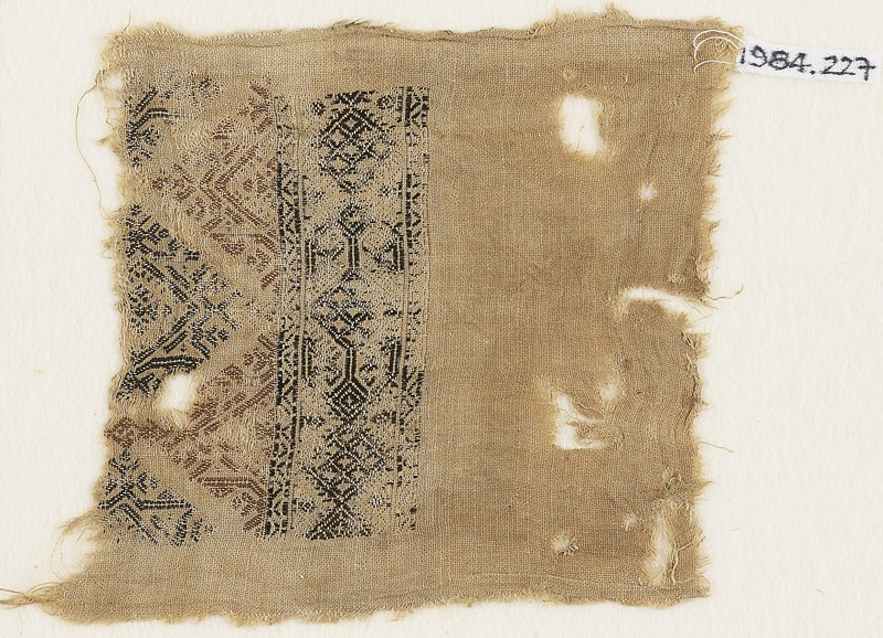 Textile fragment with linked diamond-shapes and triangles (front            )