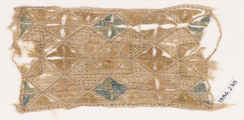 Textile fragment with quatrefoils arranged as diamond-shapes or squares