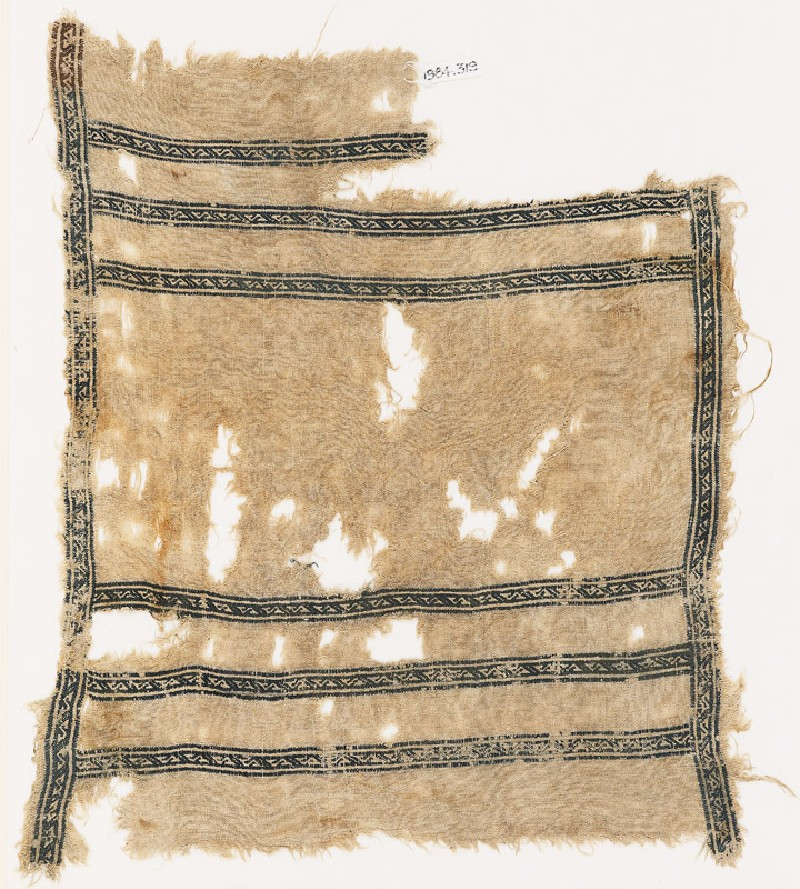 Textile fragment with bands of S-shapes