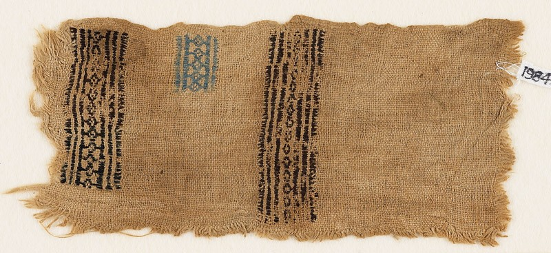 Textile fragment with bands of linked diamond-shapes