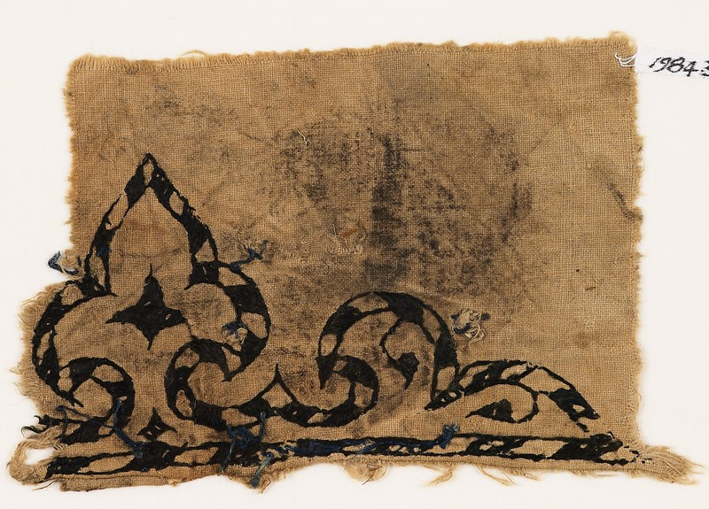 Textile fragment with trefoil, probably from a garment (front           )