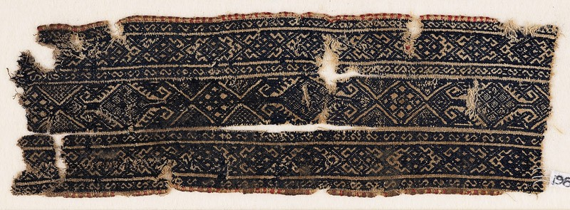 Textile fragment with linked diamond-shapes and arrowheads (EA1984.344, front            )