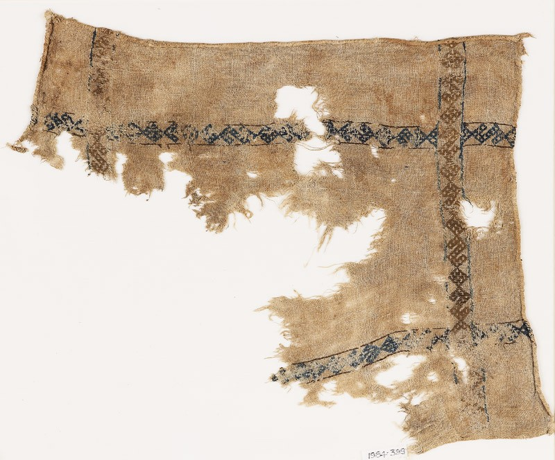 Textile fragment with S-shapes and diamond-shape borders (front            )