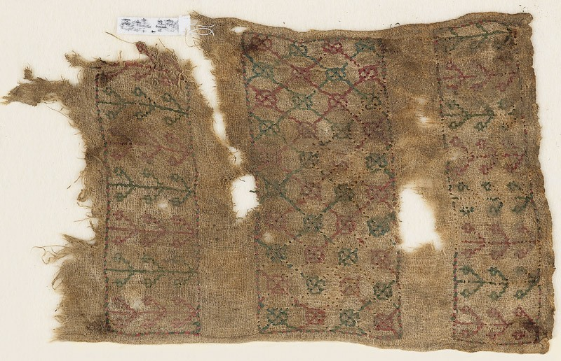Textile fragment with quatrefoils, possibly from a sash or turban band (EA1984.408, front            )