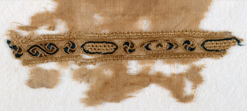 Textile fragment with band of linked cartouches and circles (front            )