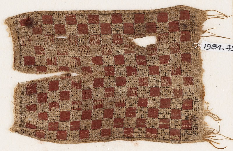 Textile fragment with grid