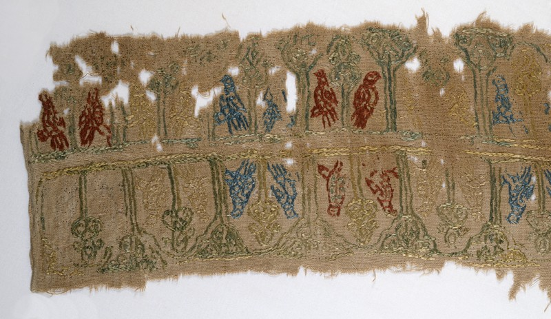 Textile fragment with birds (front            )