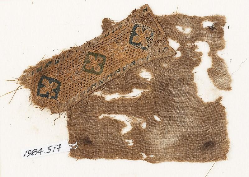 Textile fragment with quatrefoils set into diamond-shapes