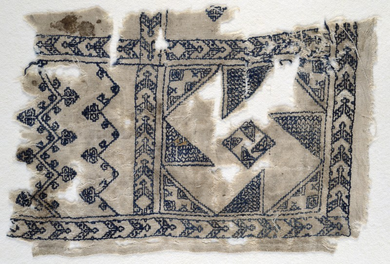 Textile fragment with geometric patterns (front            )