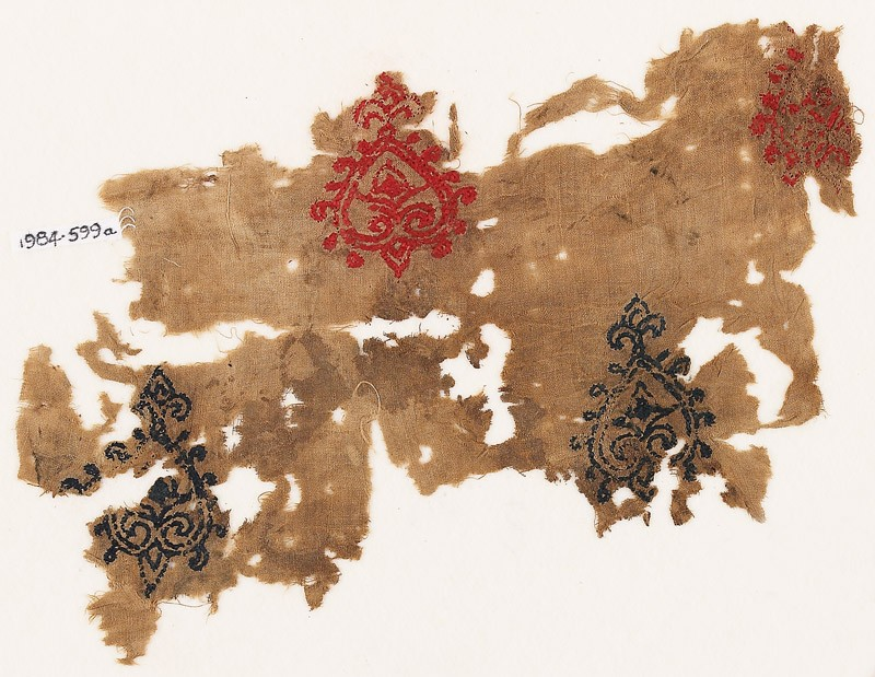 Textile fragment with hearts with trefoil points (EA1984.599.a, front              )