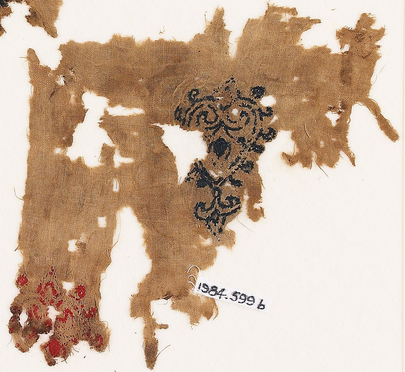Textile fragment with hearts with trefoil points (front              )