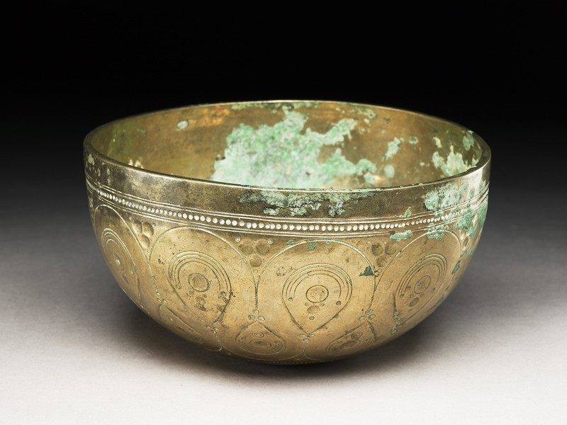 Bowl with drop-shaped and circular patterns (EA1984.640, oblique            )