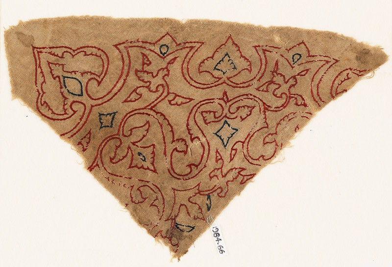 Textile fragment with arabesque vines, trefoils, and leaves (front           )