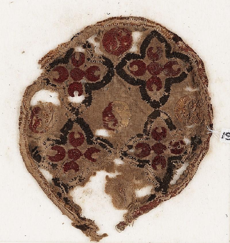 Roundel textile fragment with quatrefoils (EA1984.77, front           )